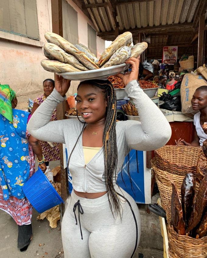 More photos of Ghanaian Slay queen who was seen selling dry Fish